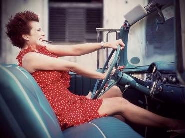 Специалисты назвали типичные ошибки женщин-водителей