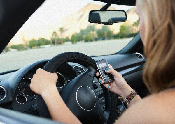 Google разработал программу – коммуникатор водителя со смартфоном
