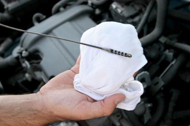 проверка масла автомобиля