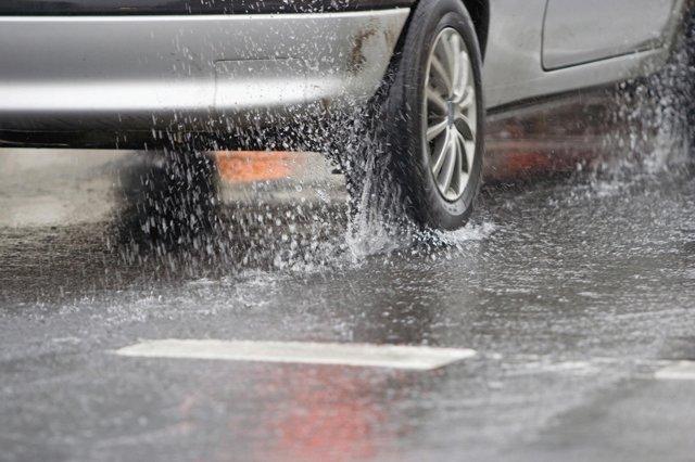 Неправильная езда в дождь увеличивает расход топлива