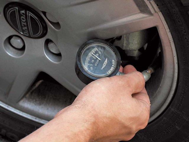 Езда на приспущенных шинах повышает расход топлива