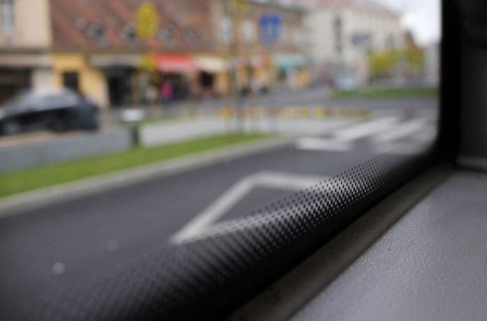 стекло автомобиля